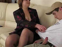 Plump Brunette Mommy In Pantuhose.By..